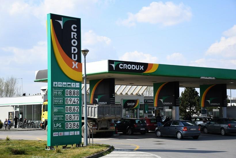 Tifon koji je imao 50 do 70 lipa jeftinije gorivo danas je morao izjednačiti cijene