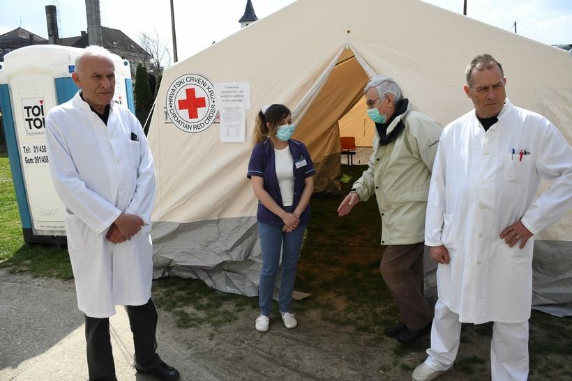 [VIDEO] Ispred Opće bolnice u Bjelovaru postavljeni trijažni šatori za nove pacijente