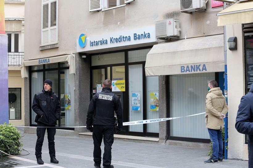 Opljačkali banku epidemiji unatoč, policijski očevid u tijeku