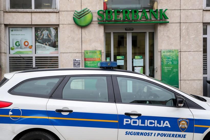 [VIDEO] Opljačkana banka, razbojnik u bijegu