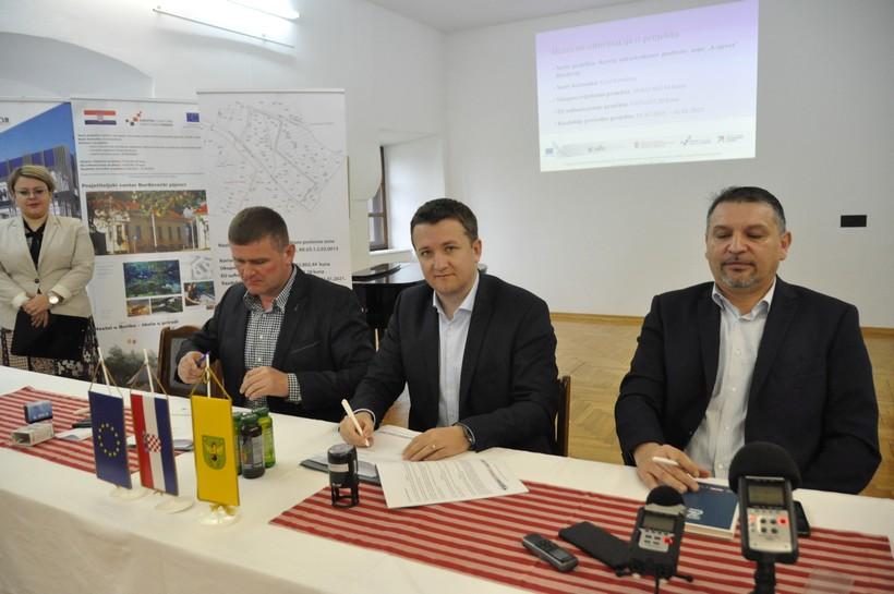 U Đurđevcu niče nova poduzetnička zona od 23 hektara vrijedna gotovo 11 milijuna kuna // Lacković: Ova poduzetnička zona ima kapacitet primiti ozbiljne investicije