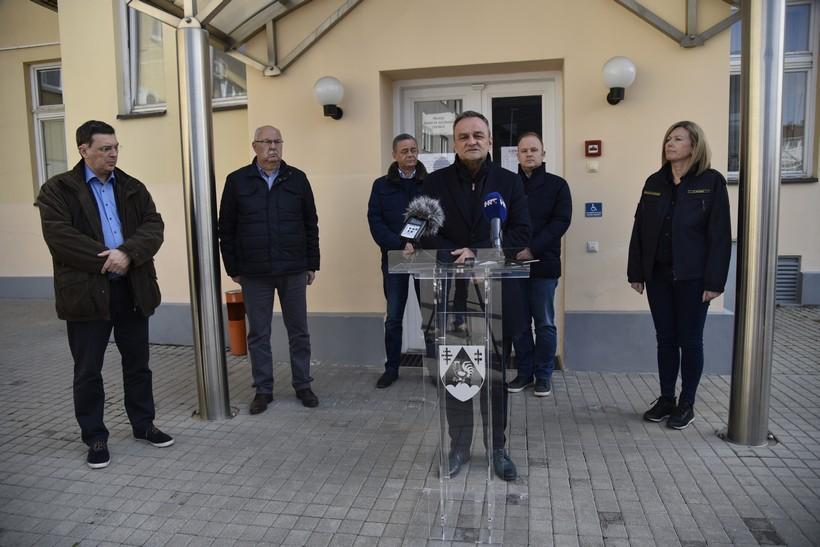 [VIDEO] Ratimir Ljubić: Nema novih zaraženih u našoj županiji. Nije bilo poziva o ozlijeđenima i šteti od potresa// Dr. Mato Devčić: Pacijentica je stabilno