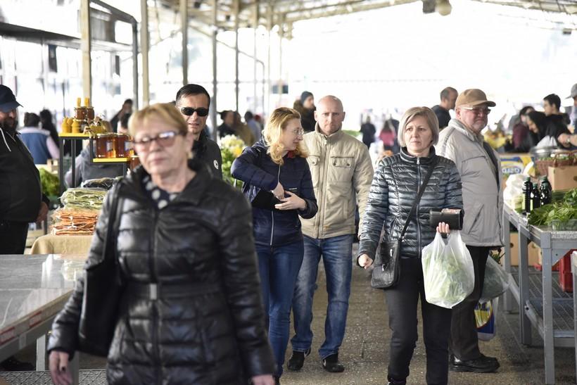 [FOTO] Koprivničanci pohrlili na tržnicu po domaće proizvode za jačanje imuniteta