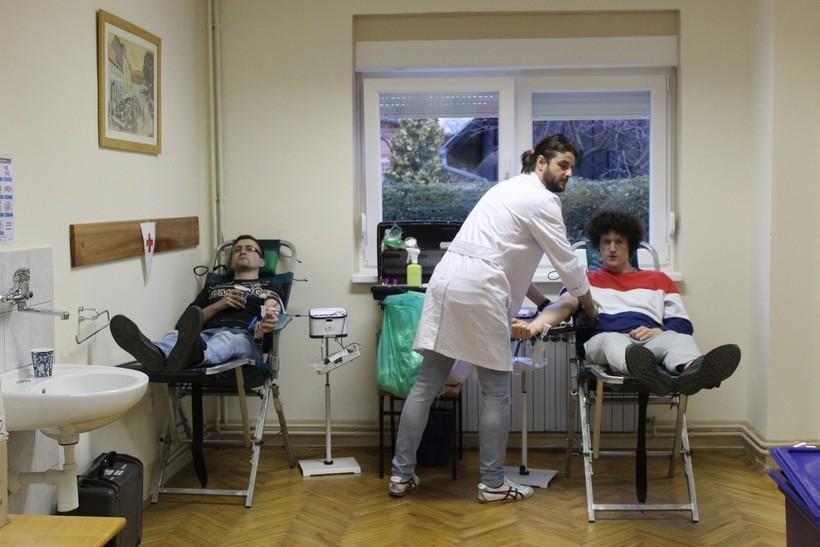 Akcije darivanja krvi: 'Darivatelje molimo da se drže najmanje metar razmaka jedni između drugih'