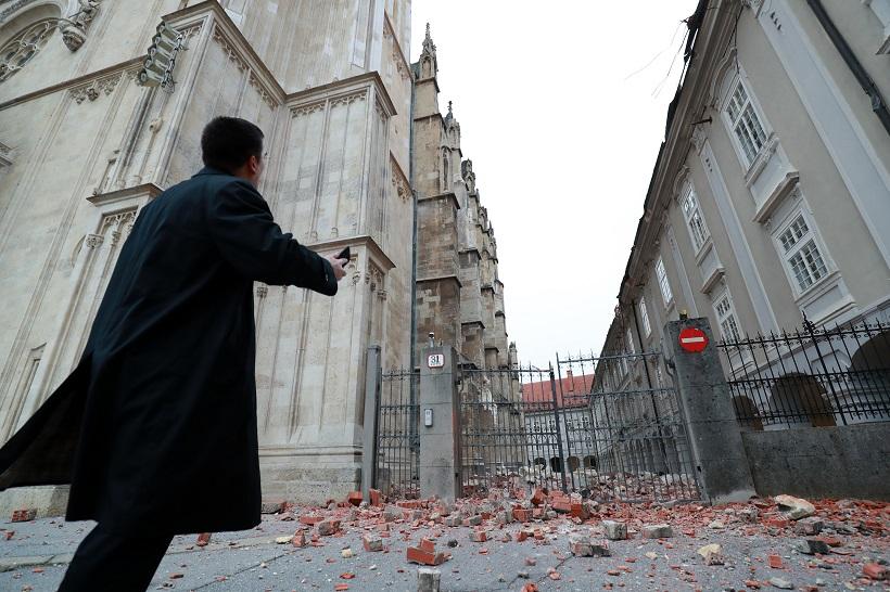 Potres bi mogao znatno produljiti već dugu obnovu Zagrebačke katedrale; Bozanić: 'Najprije se treba pobrinuti za ljude, pa tek onda slijedi pitanje sanacije'
