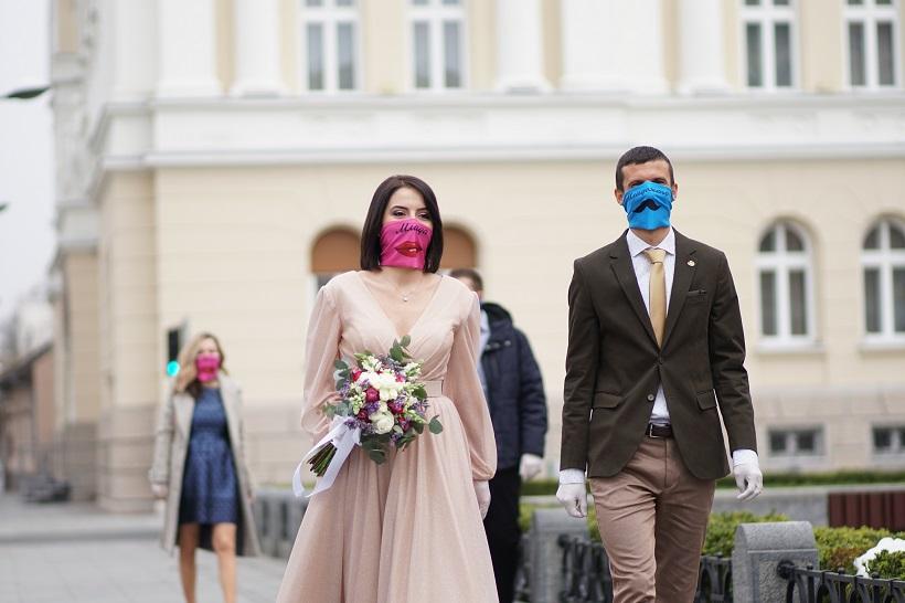 """VEČERAS VJENČANI Izrekli sudbonosno """"da"""" pod maskama"""