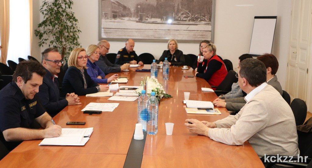 Koprivničko-križevački županijski Stožer civilne zaštite pozvao stanovnike na pridržavanje svih mjera za prevenciju širenja koronavirusa, a posebno samoizolacije