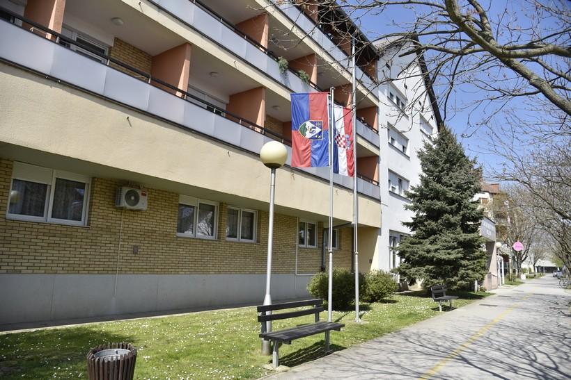 Korisnicima Doma za starije i nemoćne u Koprivnici ograničeno kretanje u dvorištu Doma