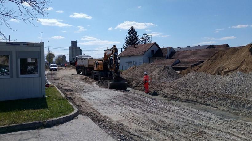 U tijeku izgradnja novog kružnog toka u Đurđevcu: 'Ovime povećavamo sigurnost vozača i pješaka'