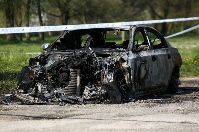 Policija istražuje zapaljenje BMW 30-godišnjaka; u potpunosti je izgorio