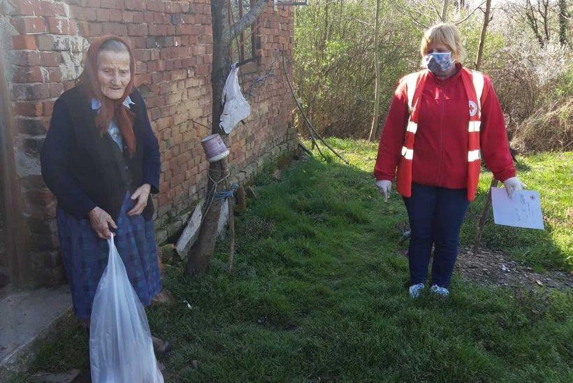 Crveni križ Grada Vrbovca podijelilo je 70-ak poklon paketa socijalno najugroženijim