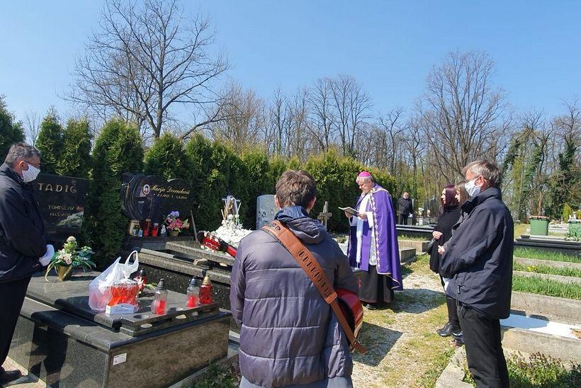 Sisački biskup Vlado Košić predvodio pogreb preminulog Robreta Tomšića