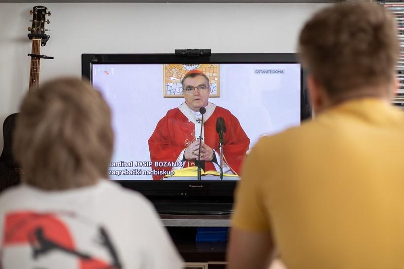 Kardinal Bozanić: Ne bojte se Isusa! Otvorite mu vrata vaših kuća, vaših obitelji, vašega srca