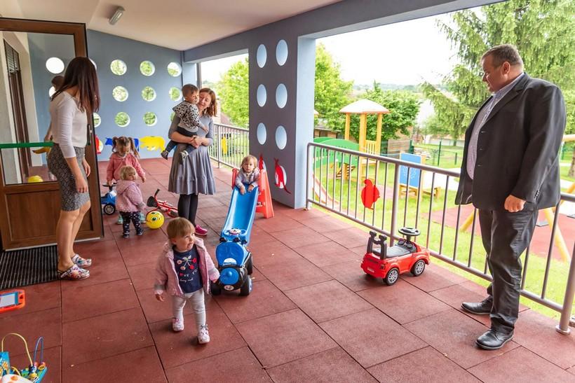 Čak 40 posto seoskih općina nema jaslice za djecu do treće godine