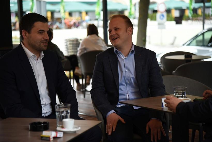 Nakon raskola SDP-a, socijaldemokratima i bivšim kolegama predstoje pregovori oko podjele po odborima