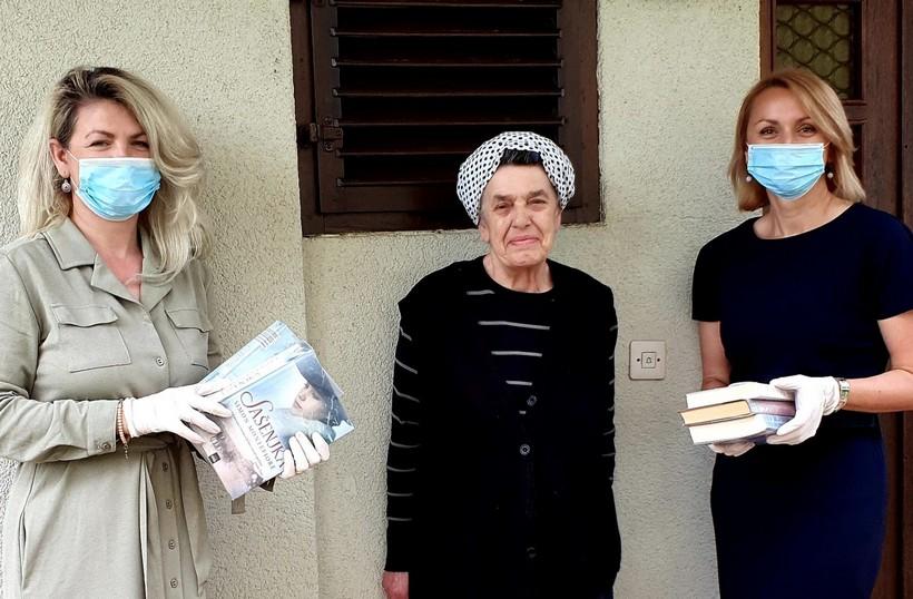 Knjiga vam kuca na vrata: Djelatnice Gradske knjižnice Đurđevac na električnim biciklima dostavljaju knjige starijim sugrađanima na kućnu adresu