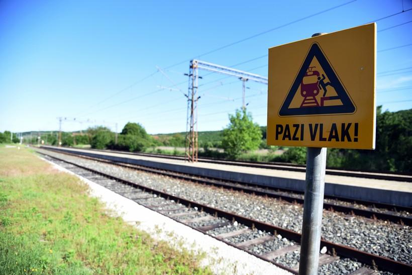 Vlak naletio na ženu i usmrtio je; policija traži pomoć: 'Ne zna se njezin identitet'