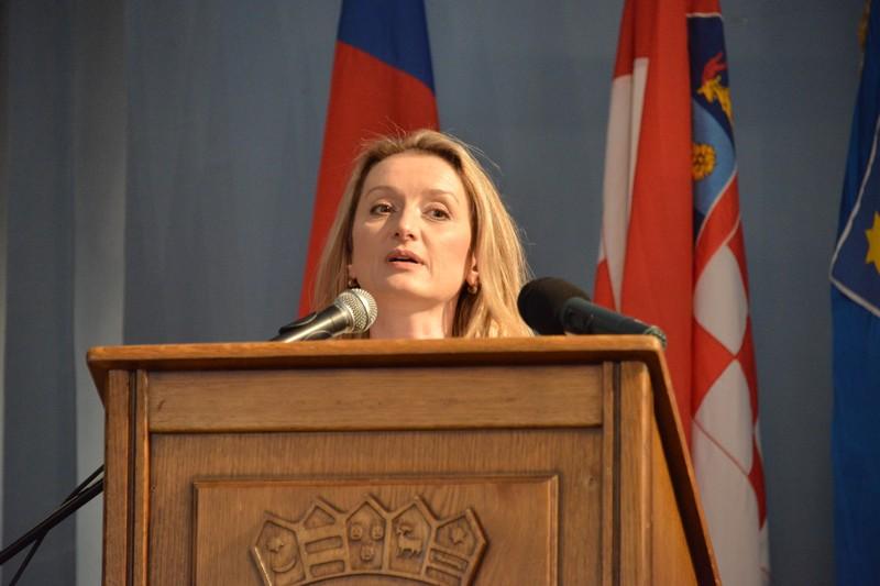 Vijećnica Kemenović zatražila postavljanje uspornika prometa u Ulici Frana Gundruma