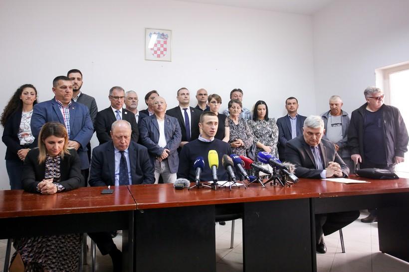 Penava i svi gradski vijećnici HDZ-a napustili stranku