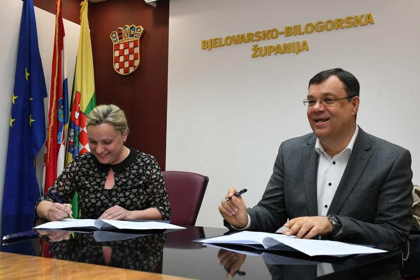 🎦 Župan Bajs potpisao novi set ugovora za zadržavanje i privlačenje liječnika i medicinskog osoblja