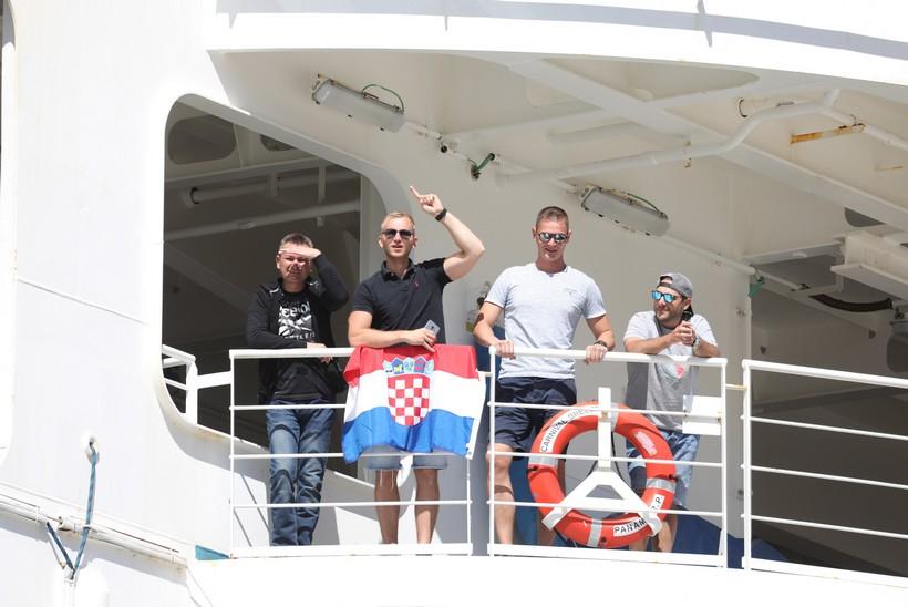 """""""Carnival Breeze"""" s 93 hrvatska mornara uplovio u dubrovačku luku Gruž"""