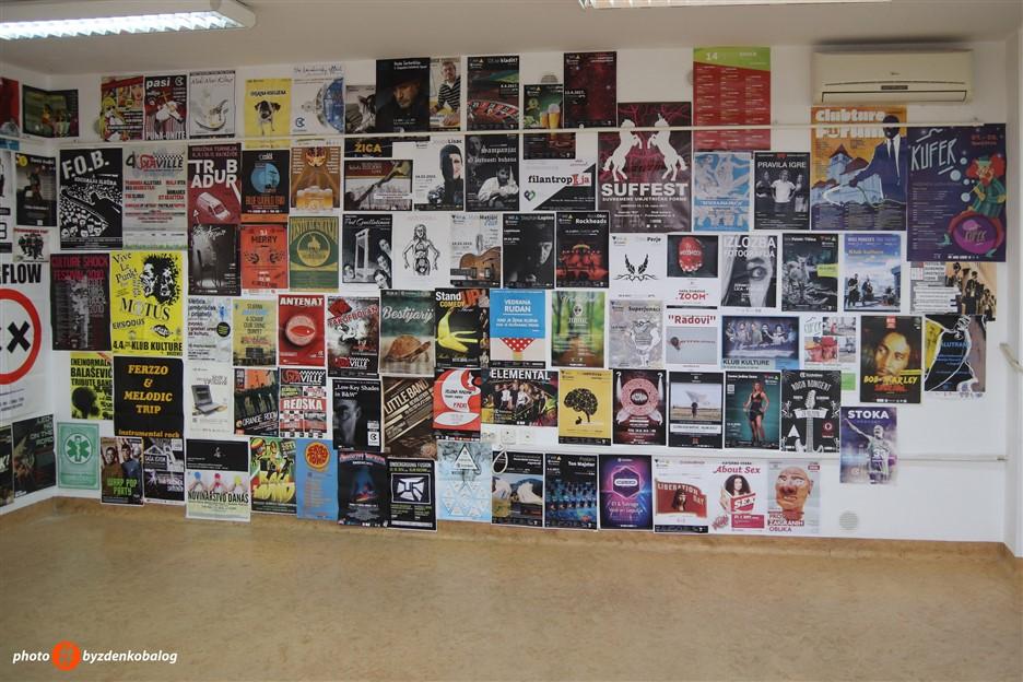 """Od danas se u Galeriji K2 može razgledati izložba plakata """"K.V.A.R.K. 20 godina""""!"""