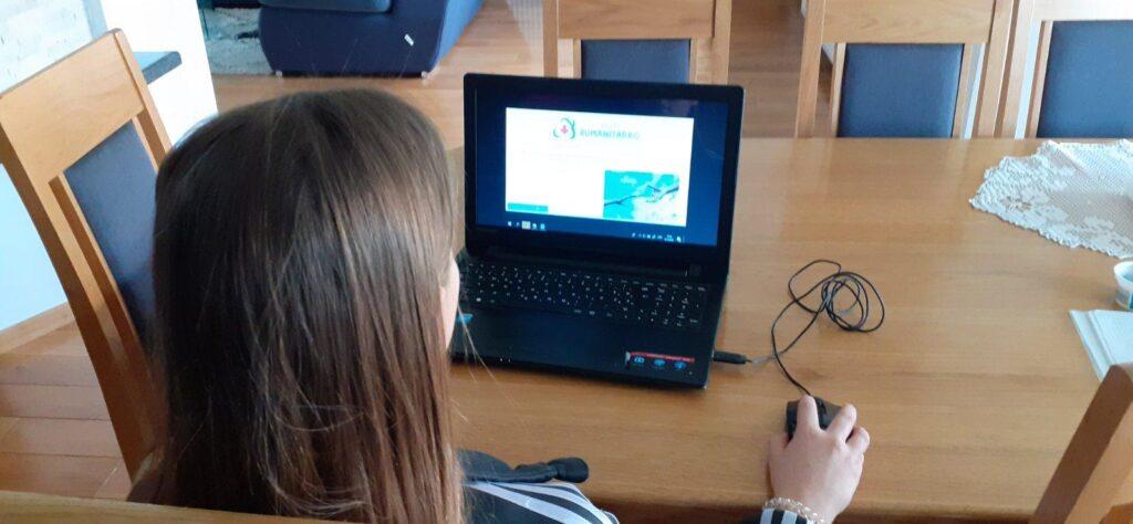 Mali humanitarko i kroz virtualne učionice potiče učenike na humanitarno djelovanje
