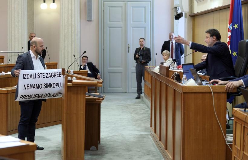 MARAS IZVEO PERFORMANS Jandroković: Ostavit ću ga ovdje zauvijek i fotelju ćemo mu donijeti