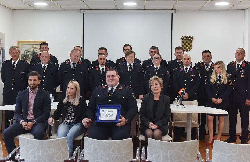 Patriku Biliću dodijeljena nagrada za Vatrogasca godine