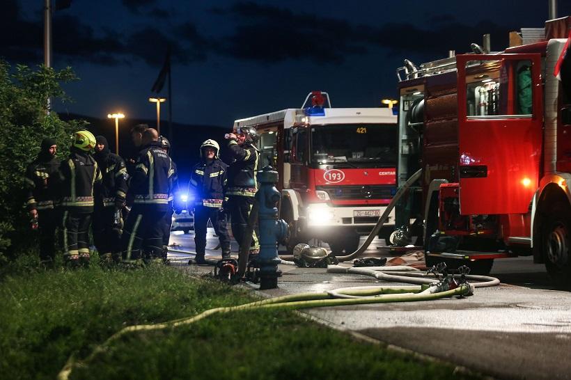 Požar šupe proširio se na poslovni prostor