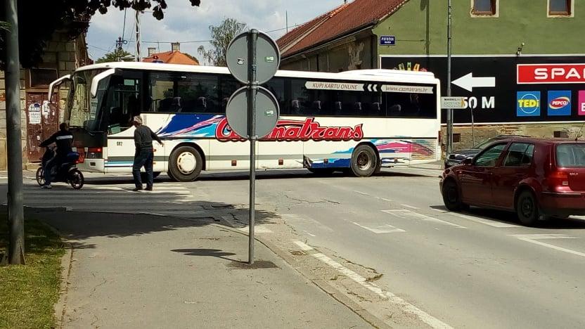 🖼️|🎦 NOVI SUDAR, STARO KRIŽANJE Sudar automobila i autobusa u Križevcima