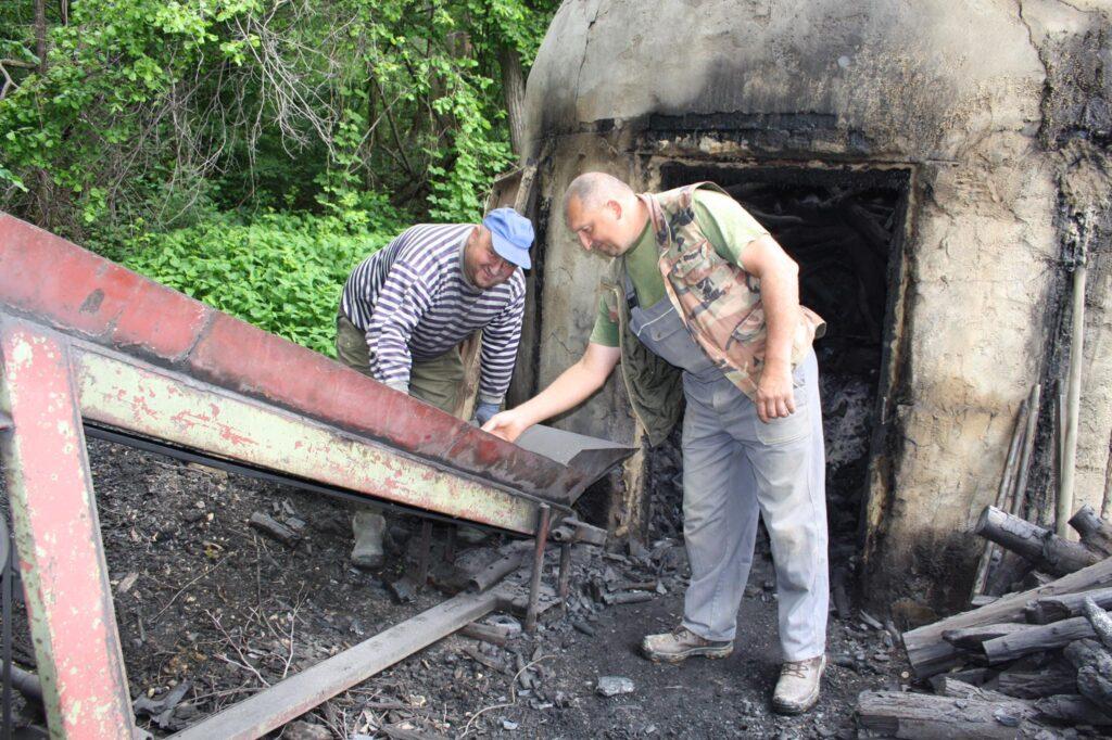 Braća ugljenari Mario i Zlatko Glavina pravi su meštri svoga posla
