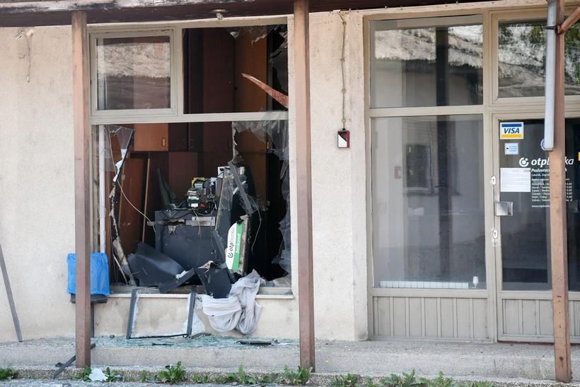 Tijekom noći raznio je bankomat u zgradi OTP banke
