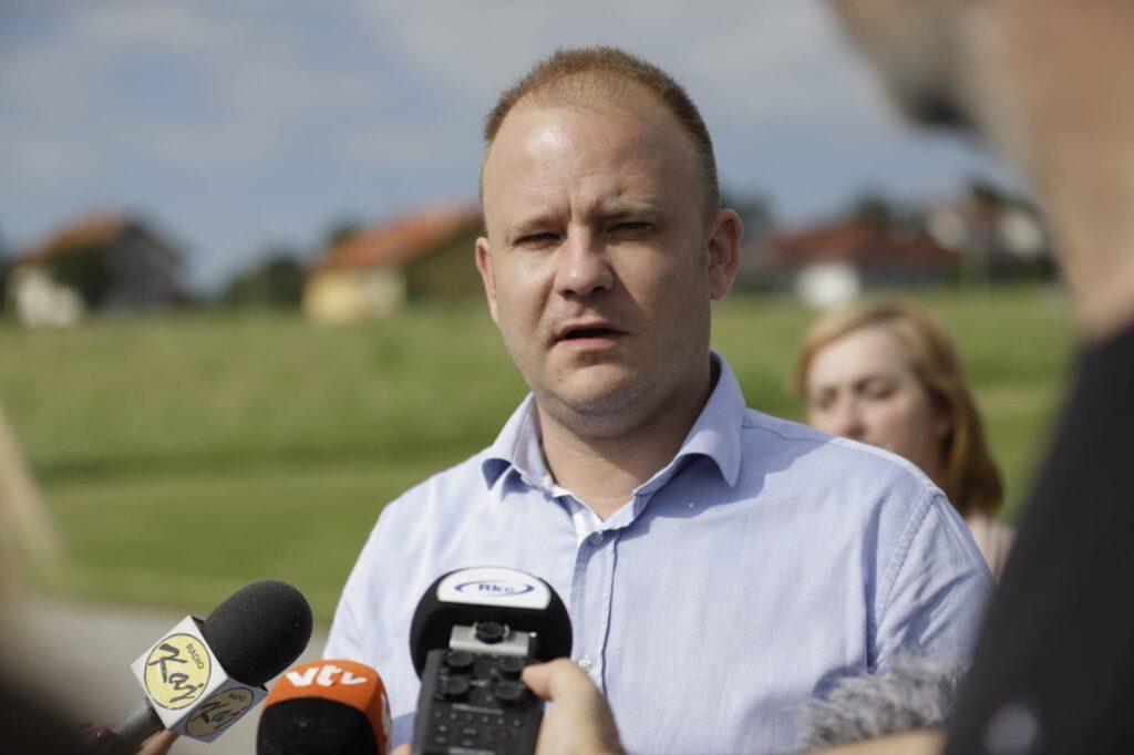 ŠKOLA NA PODLICAMA NA KORAK DO REALIZACIJE Gradonačelnik Jakšić: Bližimo se cilju jednosmjenske nastave