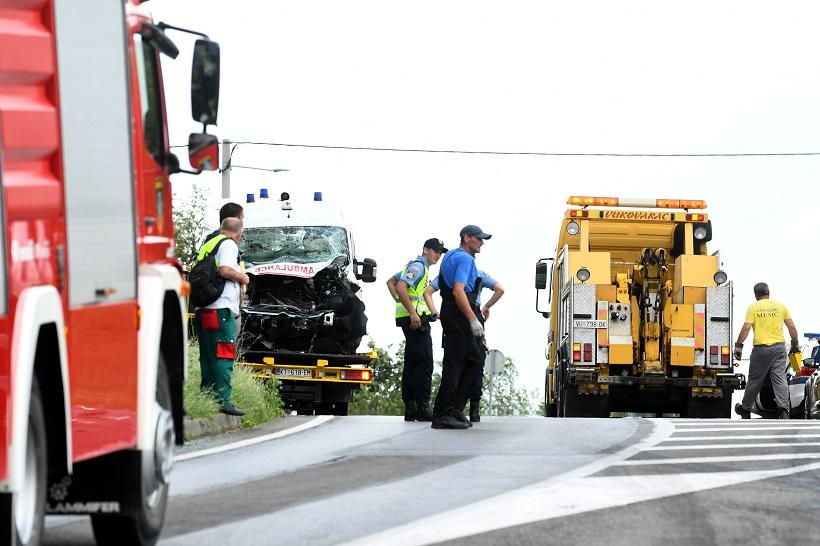 STRAŠNA TRAGEDIJA Dvije osobe poginule u sudaru sanitetnog vozila i kamiona