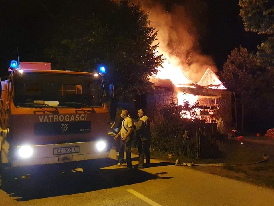 """IZGORJELA KUĆA """"Nazvao bih to sramotom, dok su stigli vatrogasci, kuća je izgorjela do temelja"""""""
