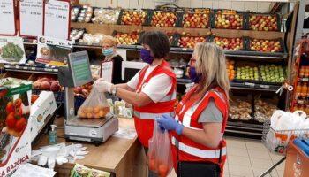 Volonteri gradskog Crvenog križa pomažu stanarima Doma za starije i nemoćne osobe Koprivnica