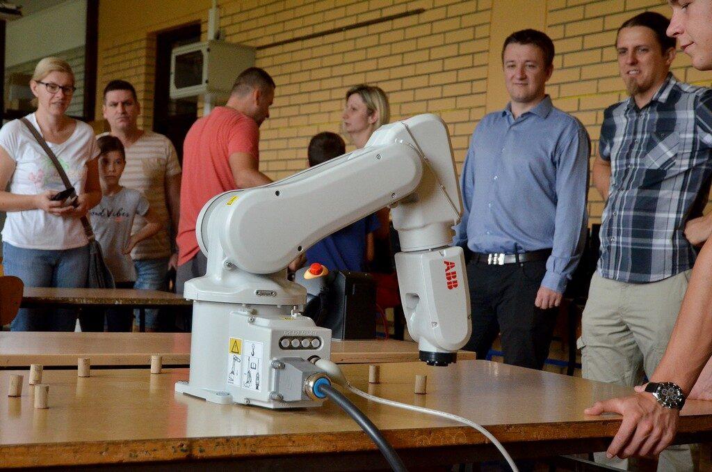 Počeli upisi u Ljetnu školu programiranja i robotike u Đurđevcu