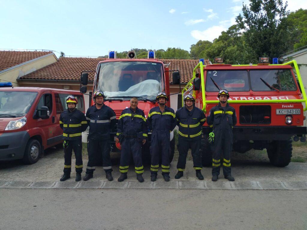 🖼️|🎦 Sezonska Interventna vatrogasna postrojba Lastovo odala počast stradalim vatrogascima na Kornatima