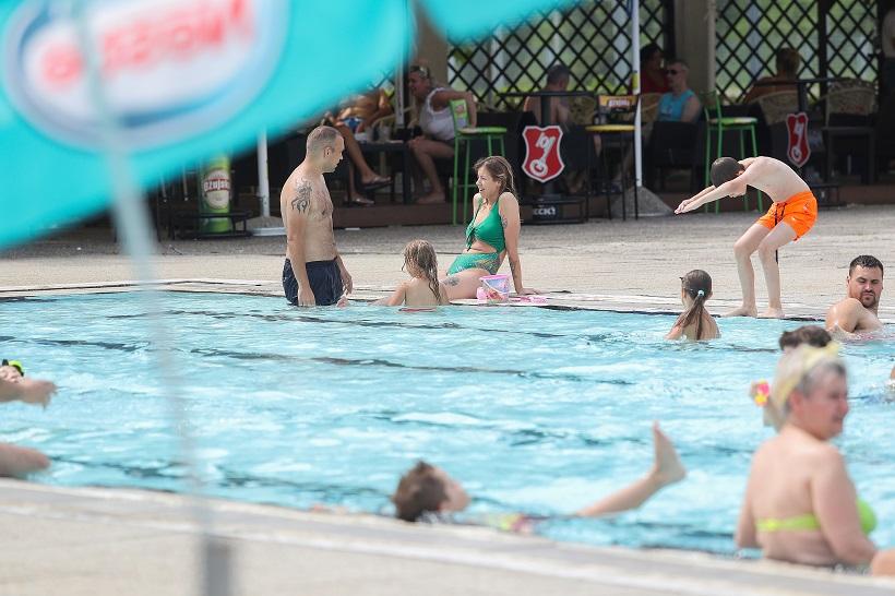 Na bazenu maksimalno 500 posjetitelja, građani se pridržavaju epidemioloških mjera