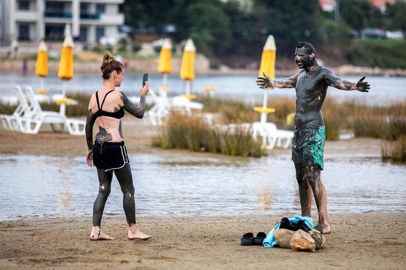Brojni turisti na more dolaze i zbog ljekovitog blata
