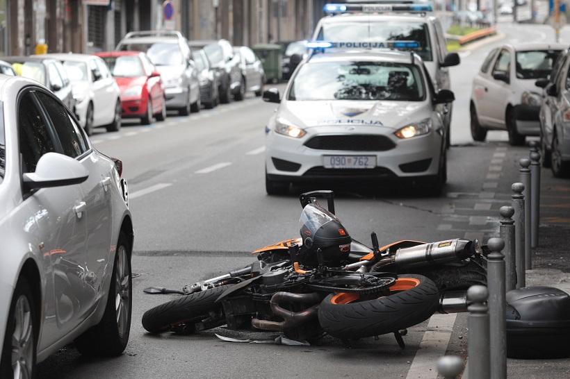JOŠ JEDNA TRAGEDIJA NA NAŠIM CESTAMA U prometnoj nesreći poginuo vozač motocikla