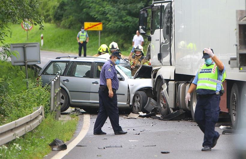 🎦 STRAVA NA CESTAMA U sudaru teretnog i osobnog vozila poginula jedna osoba