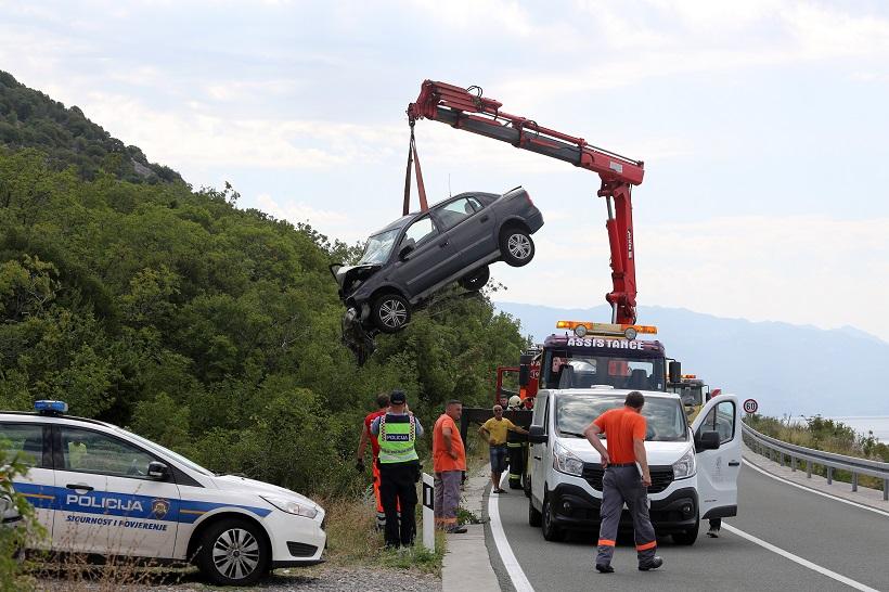 STRAŠNA TRAGEDIJA U prometnoj nesreći poginule tri osobe, promet je u prekidu