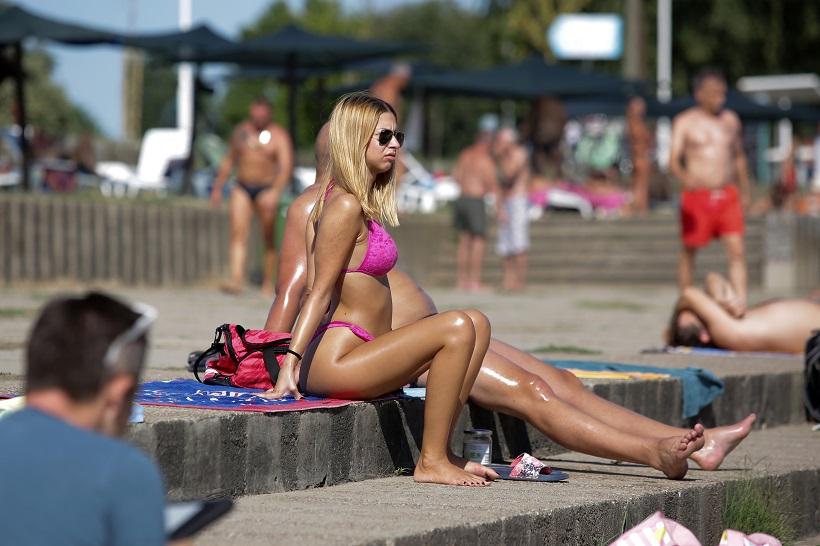 Sunčanje, kupanje, kartanje i uživanje u Dravi
