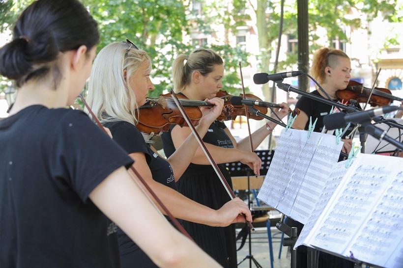 Zasvirali gluhi violinisti i bubnjari!