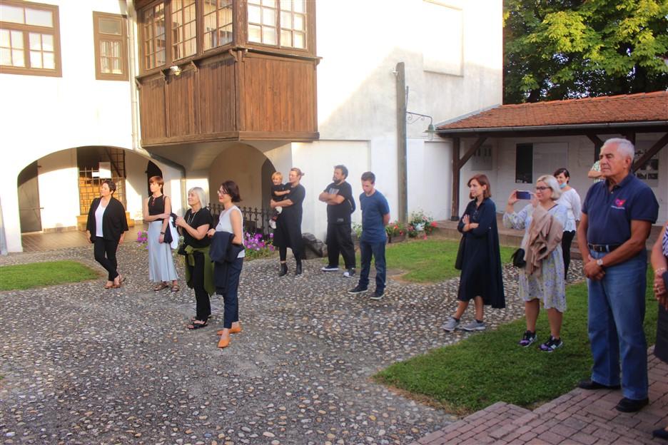 """U atriju Likovne galerije Gradskog muzeja Križevci otvorena izložba """"Fotografija u tiskanim medijima """""""