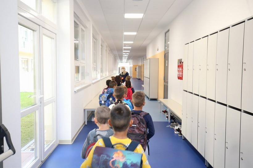 Zagrebačka županija; Od 12. travnja niži razredi osnovnih škola i završni razredi srednjih škola uživo, ostali online
