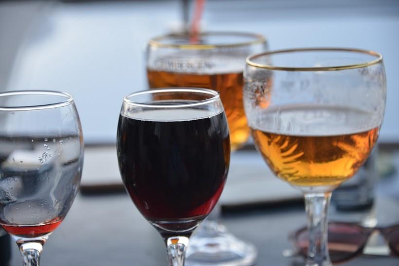 Evo koja europska zemlja u ponedjeljak zatvara barove i restorane na četiri tjedna