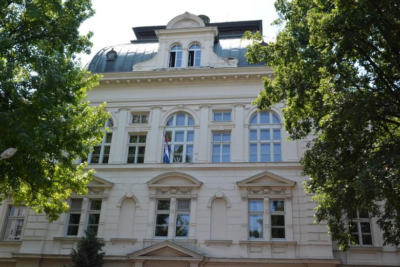 Gimnazija Bjelovar prelazi na online nastavu; čak 13 profesora u samoizolaciji